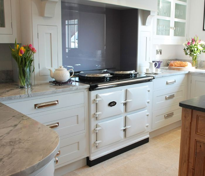 Aga cooker bright kitchen interior for Kitchen designs with aga cookers