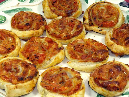 Pizzaschnecken Rezept: Schnelle Pizzaschnecken mit Blätterteig oder Pizzateig