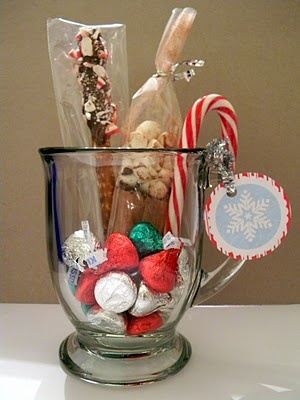 Hot Chocolate Mug Fill With Hot Choc Mix Candy Easy Nice Gift Christmas Gifts Pinterest Gifts Christmas And Christmas Gifts