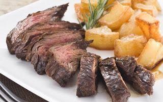 Exquisito Platillo de Carne de Ternera Marinada con Patatas Doradas; Duración del plato: 60 minutos; Porciones para 4 personas.