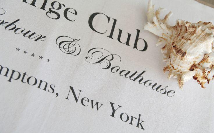 Podkładka na stół w stylu Hampton. Do kupienia tutaj: http://www.hamptons.pl/produkty/podkladka-na-stol-lounge-club-white/3461/