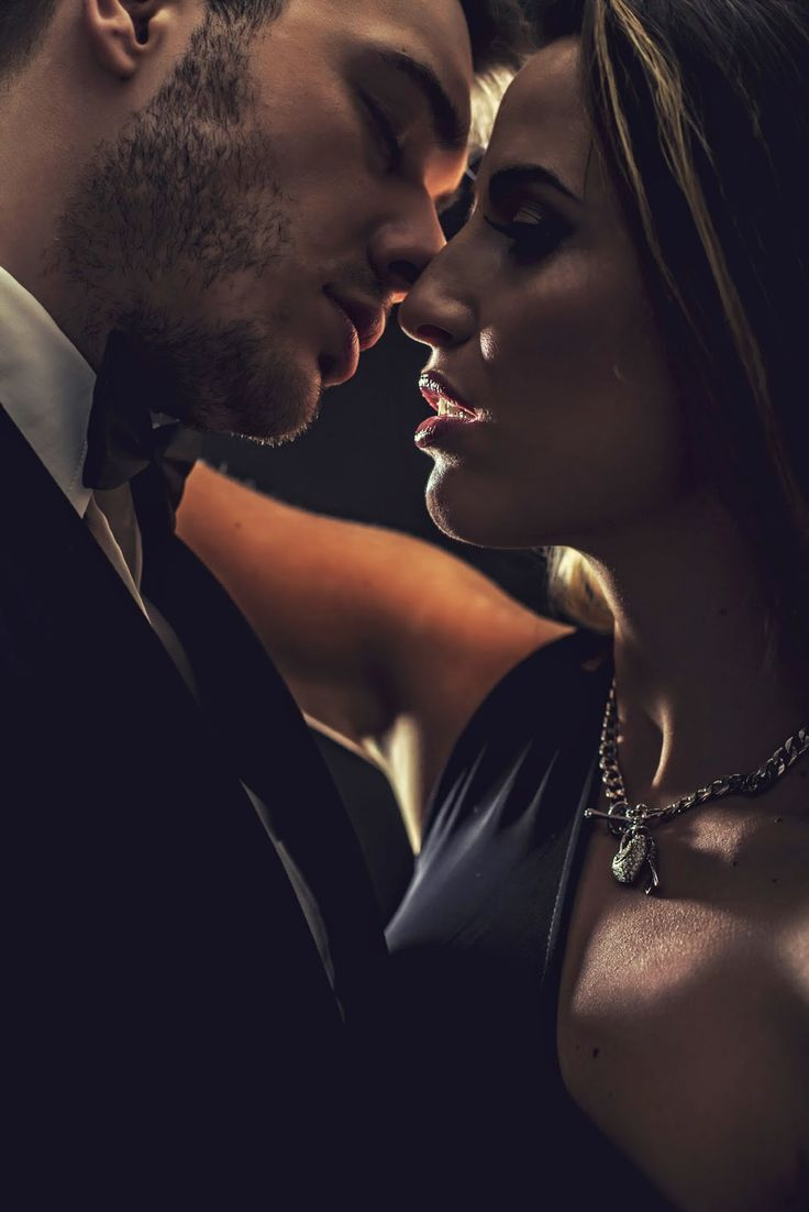 At Kay Dee Royal's blog spot: Why Set an Erotic Romance in Washington, D.C.? by Elizabeth SaFleur - Guest Post and Giveaway