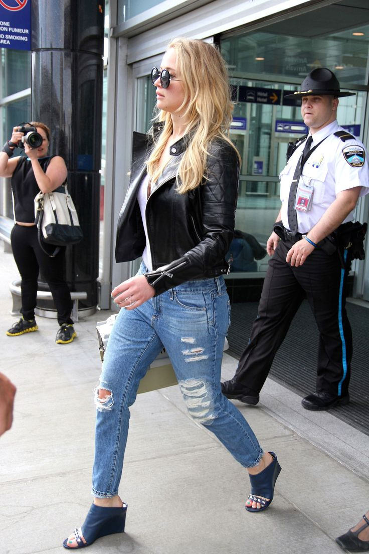 Jennifer Lawrence Makes Summer's Hottest Shoe Trend Part of Her Airport Style #fashion #style #travel #luna2life @voguemagazine www.luna2.com