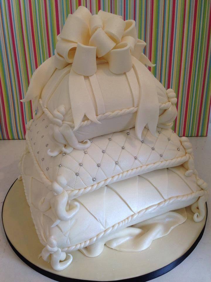 Pillows Wedding cake