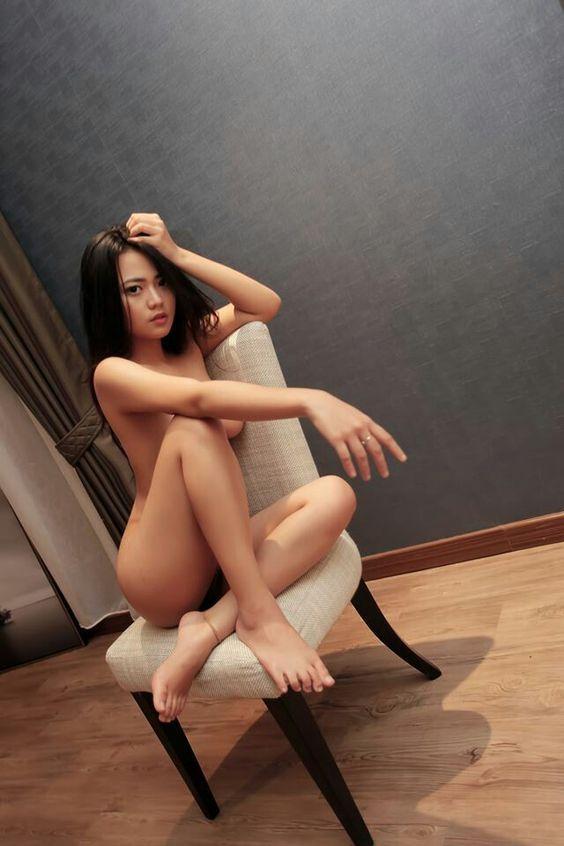 indo Leg nude