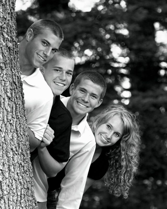 I want picture of my kids like this and then take one like this again when they are all grown! Love it ♡