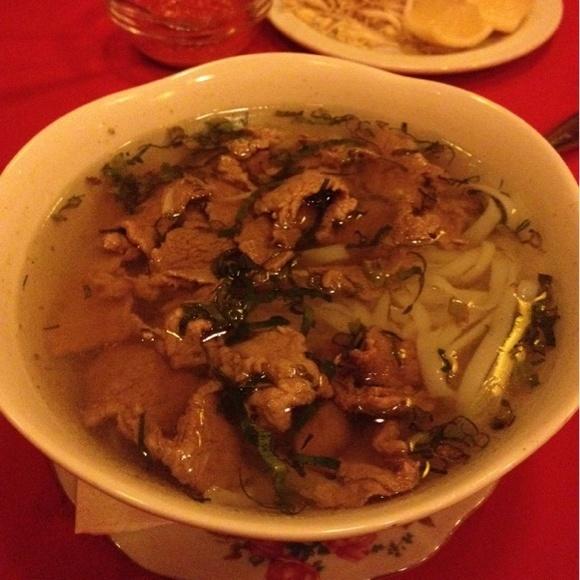 Отличный суп фо и вообще мега классный вьетнамский ресторан.  - Суп фо с говядиной@Ароматная река via www.dish.fm