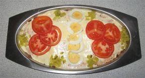 Een rode zalmsalade naar recept van mijn moeder, ik maak deze salade al ruim 40 jaar want als kind hielp in mijn moeder vaak in de keuken, ik heb nooit iets...