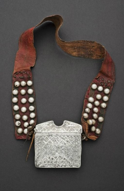 Africa | Necklace from the Tuareg people of Niger. Large tribal talisman amulet. Tribal jewelry.