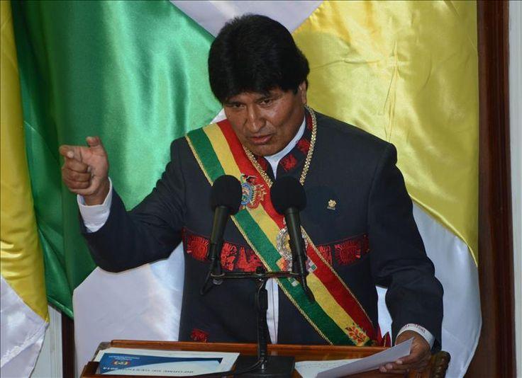 """La Paz, 22 ene (EFE).- El presidente de Bolivia, Evo Morales, comenzó hoy su tercer mandato consecutivo hasta 2020 y su décimo año de Gobierno con la promesa de que un día su país volverá al océano Pacífico con """"soberanía"""". """"Nuestra demanda está bien encaminada. Por historia, por justicia y por derecho, un día vamos …"""