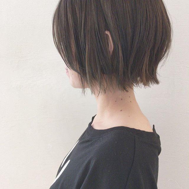 切りっぱなしアレンジ50選 個性を引き出すおすすめヘアスタイル特集 ヘアスタイル 毛量の多い髪 ショートボブ