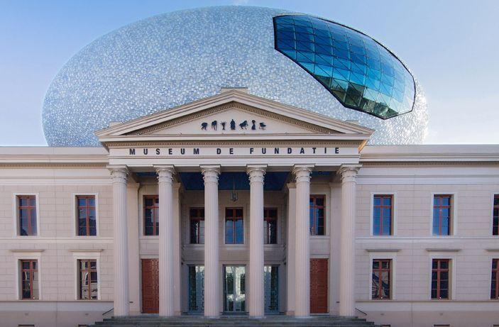 Museum de Fundatie bezit en beheert een omvangrijke collectie beeldende kunst die door voormalig Boymans directeur Dirk Hannema bijeen werd gebracht en later belangrijke aanvullingen kende met onder meer de kunstcollectie van de Provincie Overijssel.
