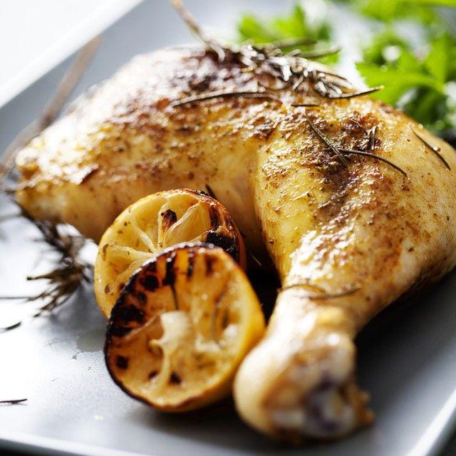 اطيب طبخة Atyabtabkha On Instagram دجاج بتتبيلة إكليل الجبل المكو نات فخذ دجاج كيلوغرام لتحضير التتبيلة بصل كبير الحجم مقط ع إلى قطع صغيرة جدا أ