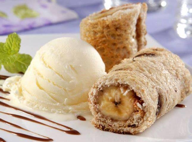 2 fatias de pão grão sabor canela e passas wickbold  - 1 colher (sopa) de manteiga em temperatura ambiente (14 g)  - 2 colheres (sopa) açúcar  - 1 colher (sopa) de canela  - 1 banana-nanica (176 g)  -