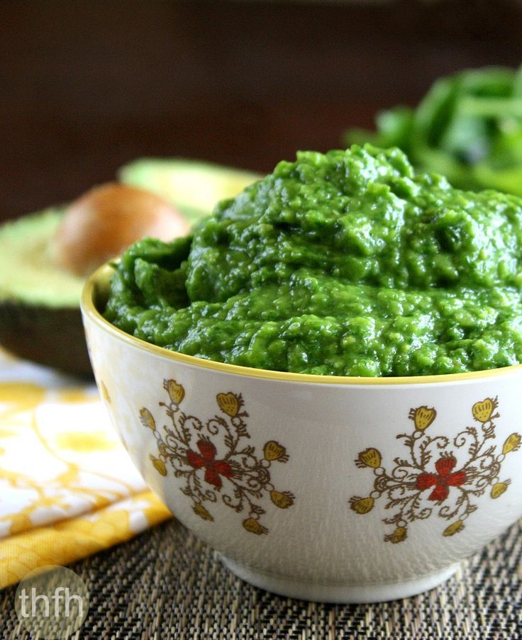 Clean Eating Spinach and Avocado Dip..made with fresh, clean ingredients, is ready in just minutes, and it's raw, vegan, gluten-free, dairy-free and paleo-friendly | The Healthy Family and Home