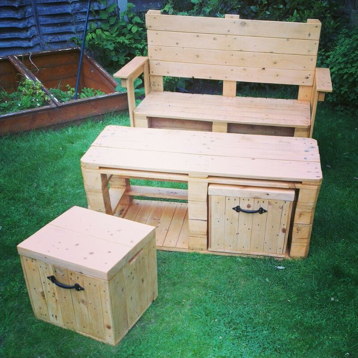 Pallet garden bench, table and stools