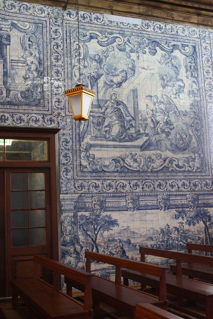 """Peniche, Church of Nossa Senhora da Ajuda, 1723-1724   Ana Raquel Machado; Rosário Salema de Carvalho. """"Frame simulation in 18th century azulejos,"""" in AzLab#14 Azulejos and Frames. Proceedings. 2 (2016), p. 42-53. URL: http://artison.letras.ulisboa.pt/index.php/ao/article/view/39"""