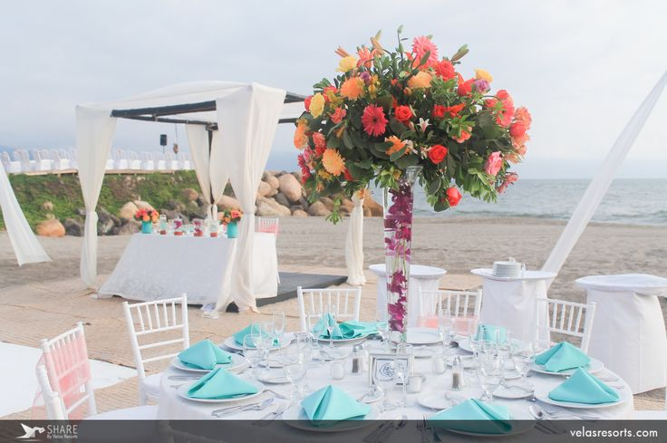 Seaside vows at the beautiful Velas Vallarta in Puerto Vallarta, Mexico offers a mixture of charm and class. @velas