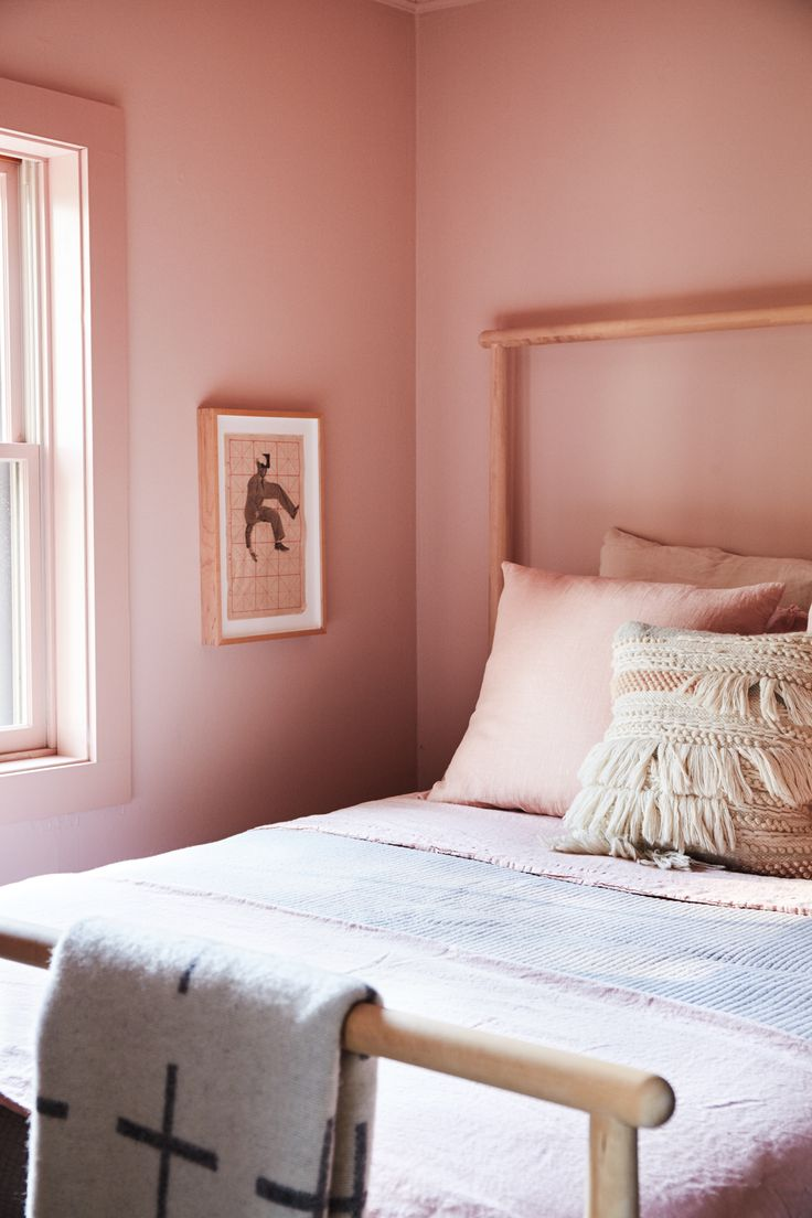 All pink room / At home with Hawkins New York © Pippa Drummond