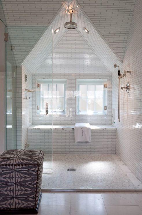 Alisberg Parker Arquitectos - baños - ducha transparente de cristal, azulejos de cristal lineales blancos, azulejos de la ducha de cristal lineales blancos, blanco cristal lineales envolvente ducha de azulejos, mosaico ducha de suelo de baldosas, suelo de la ducha de mosaico, baño ático, ducha de vidrio sin marco, ducha con techo abovedado, abovedados ducha de techo, cabeza de ducha de lluvia, banco de ducha, ventanas de baño, ventanas en la ducha, ducha grande, maestro de diseño de la ducha…