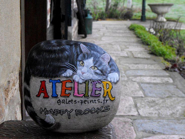 Happy rocks - peinture sur pierre - Un bloc de 13.5 kg.  mon banc de travail à résisté à l'épreuve  ... :)