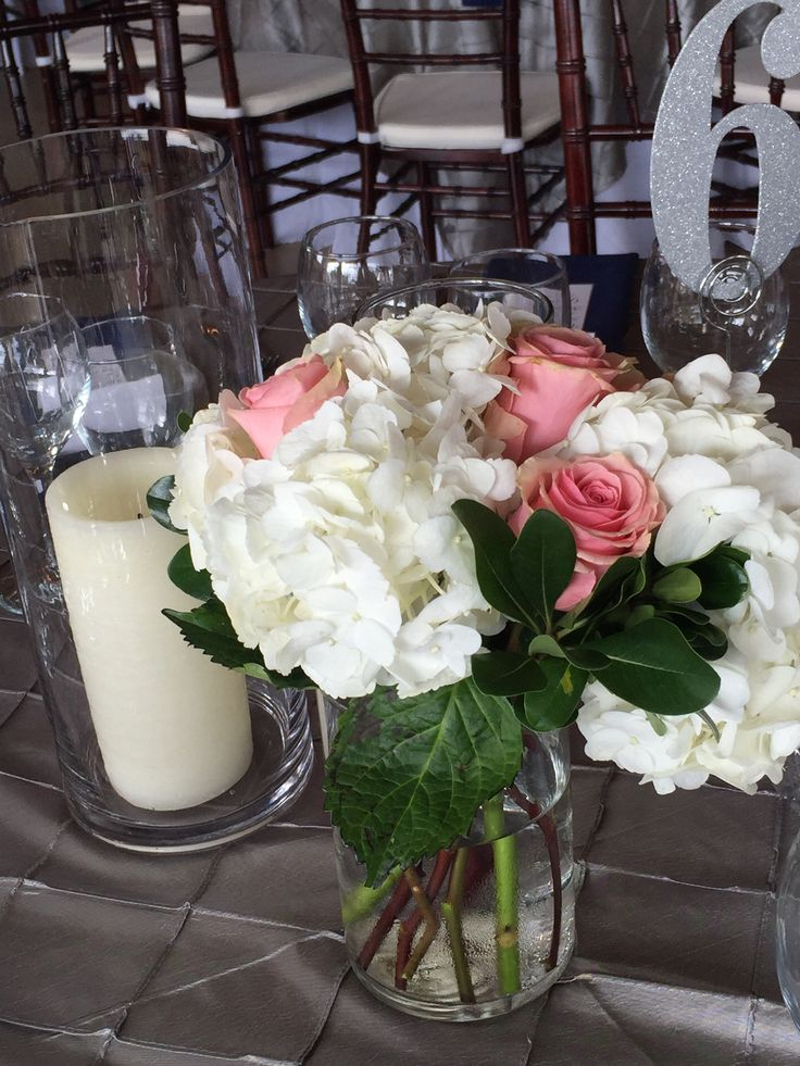 DIAMOND - fresh floral with hydrangeas and roses in a cylinder vase