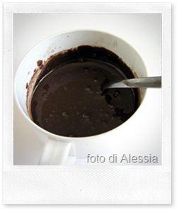 """La Nutella è decisamente MOLTO buona, questo non si può negare ;-)  Però la lista degli ingredienti non è """"buona"""" come il gusto: aromi artificiali, conservanti, oli vegetali raffinati, ecc. &..."""