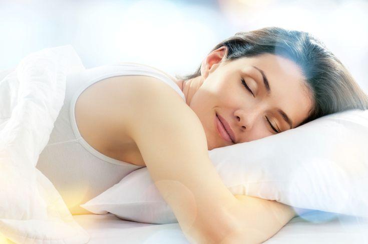 Loción para tu almohada que te hará dormir profundamente – Hazlo tú Mism@ – Esencias en Armonia Benefits Of Sleep, Health Benefits, Rapid Heart Beat, Sedation Dentistry, Insomnia Causes, Ways To Sleep, Planet Hollywood, Home Remedies, Health Tips