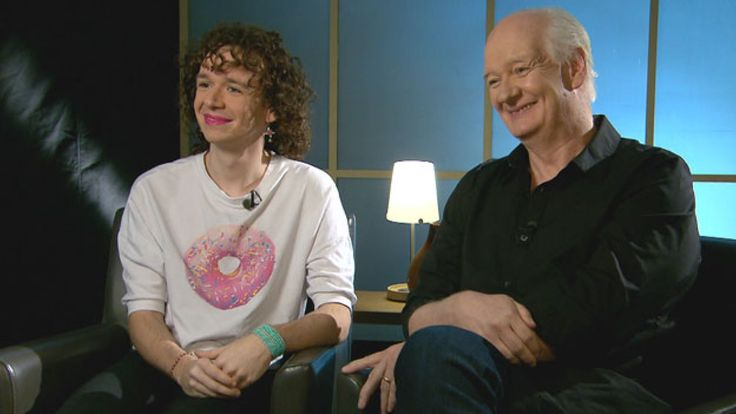 Canadian comedian Colin Mochrie is showing his support for his daughter's gender transition by explaining his family's journey and encouraging other parents to be understanding.