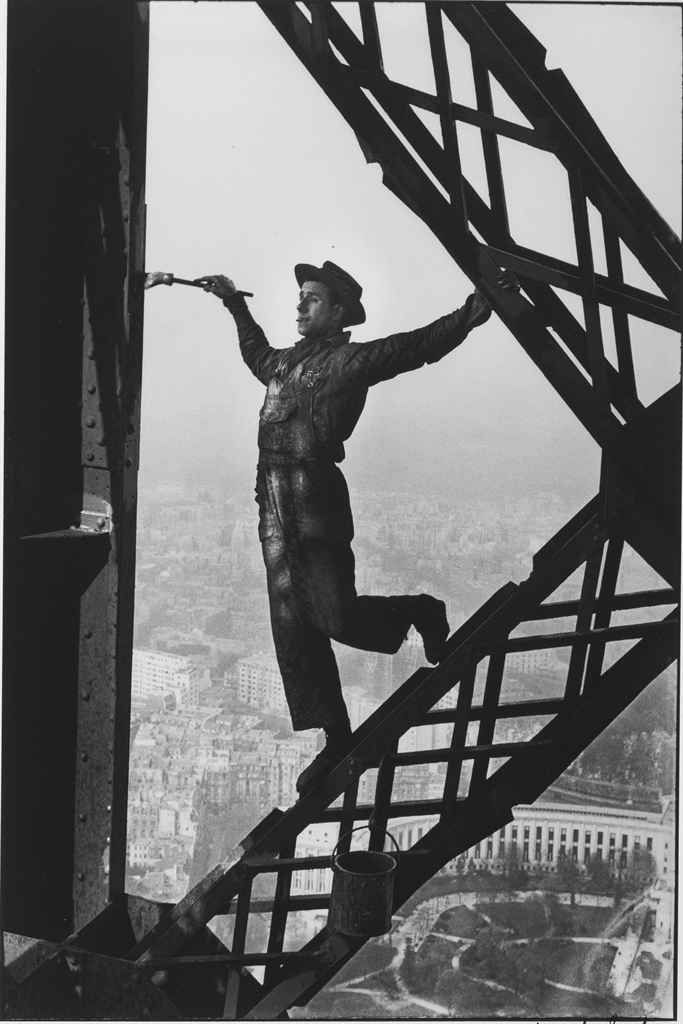 insouciance (The Painter of the Eiffel Tower, Paris, 1953 by Marc Riboud)
