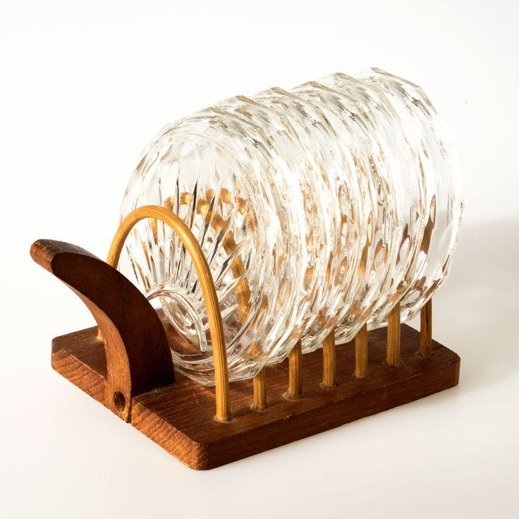 🎂 vansonja.nl 🎂 Vintage glazen onderzetters, 6 stuks in houder (hout, rotan).