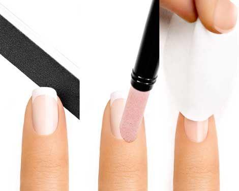 Striplac mag alleen op onbehandelde natuurlijke nagels worden aangebracht, daarom moet de nageloppervlakte van eventuele nagellakresten worden bevrijd. Natuurlijke nagels met vijl in de gewenste vorm vijlen. Overlappende nagelriemen met bokkenpoot terugduwen. Oppervlakte met reinigingspads zorgvuldig reinigen.