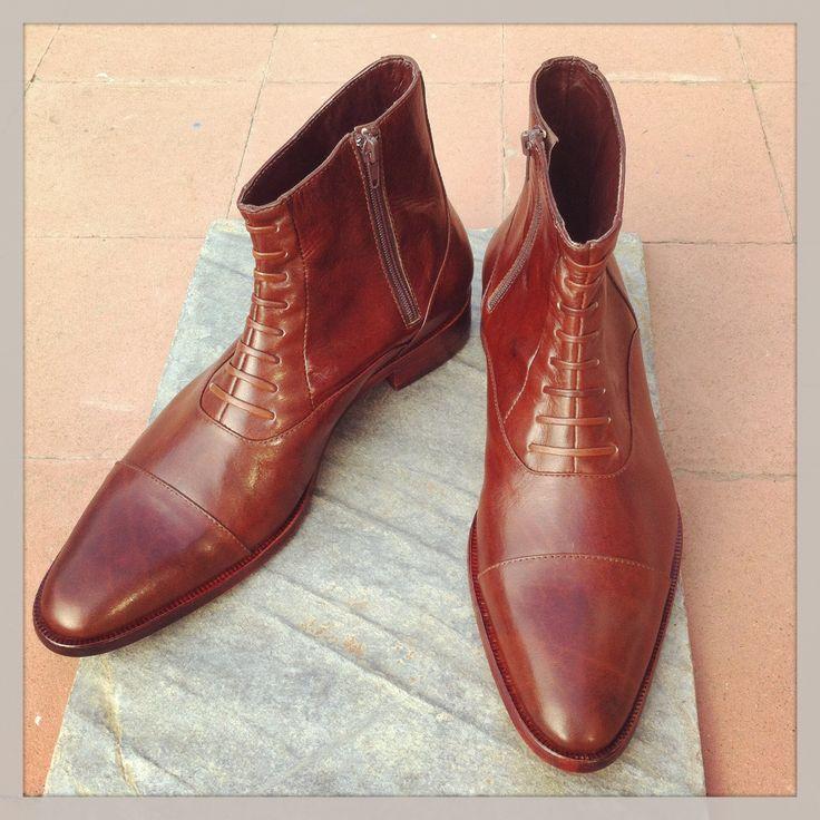 Botas a medida para el Sr. Rodrigo Zamorano. contacto@padrenuestro.cl #bespoke #shoes #zapatos
