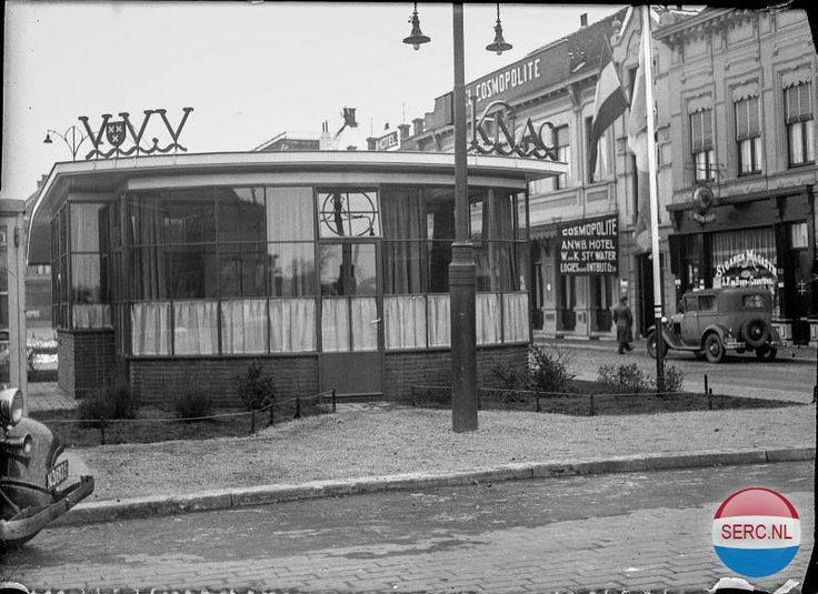 Kiosk VVV op Stationsplein in 1936