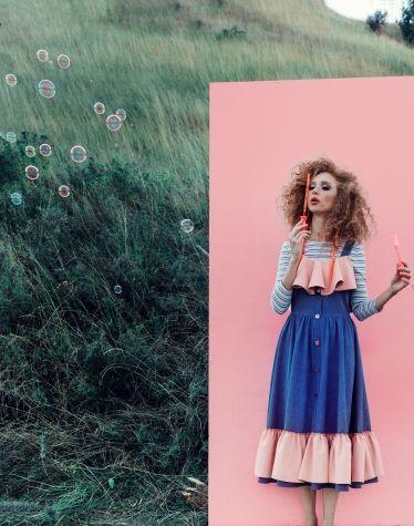 Джинсовое платье с клешем от линии талии, декорировано снизу  и по верху рюшами контрастной ткани. Клеш образует волны, которые струятся по фигуре, делая ее привлекательной. #ukrainianbrand #ukrainiandesigner #сделановукраине #украинскийбренд #украинскийдизайнер #odessa #одесса #JuliaGurskaja #JuliaGurskaja_designer #fashionbrand #fashiondesigner  #lookbook #trend #shopping #ЮлияГурская #kidsfashion #pink #dress #photo #campaign #рожевозалежна