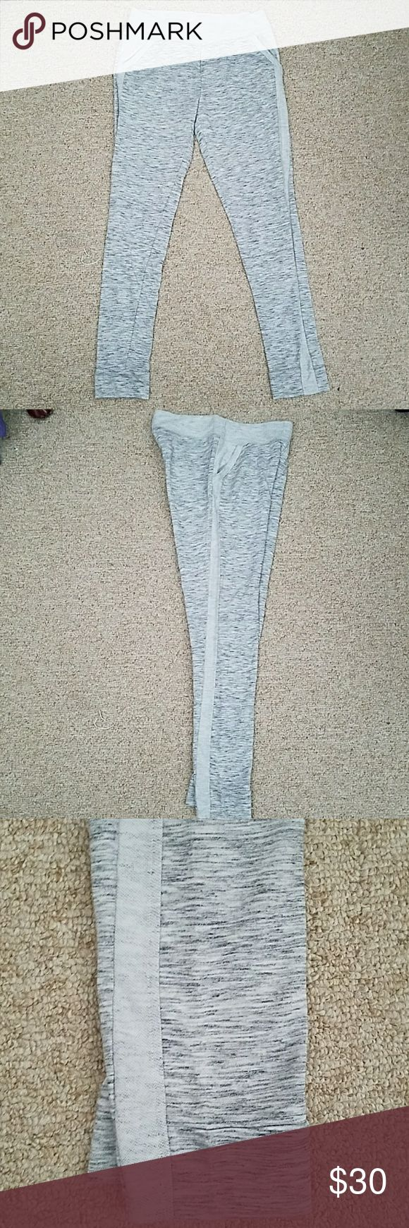 """NWOT Skinny jogger pants from NY&CO New never worn or washed. Light marled grey skinny jogger pants with light grey pinstripe on side. Pockets, thick waist band. Mid rise. Has stretch. These are a size M Regular length. 29"""" inseam. Open to offers :) New York & Company Pants Track Pants & Joggers"""