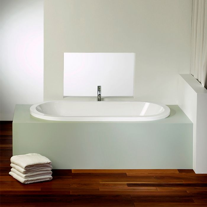 Alcove's podium style oval bathtub / Eidel Collection