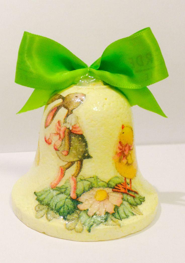 Campanella di polistirolo, dipinta a mano e decorata a drécoupage e fiocchetto verde di raso