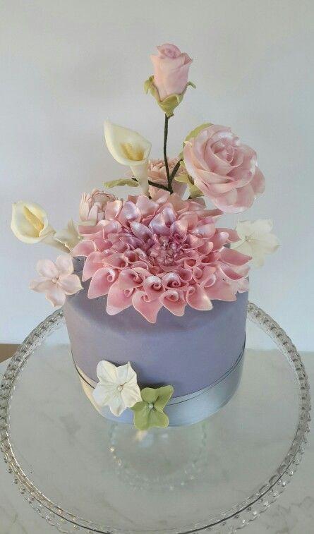 Flower sugarpaste cake