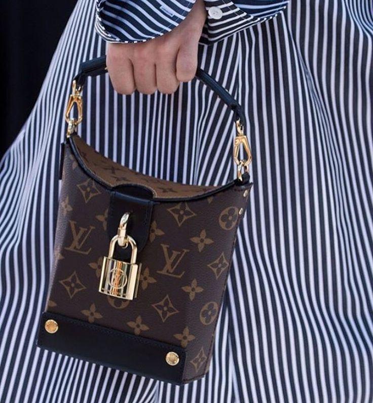 Louis Vuitton (@louisvuitton) Cruise 2018, bags. Fashion show in Kyoto , Japan.🚩#LVCruise2018#louisvuitton#louisvuittoncruis#LVCruise#okmoda#fashionweek#fashionshow#okmoda#fashionblog#fashionblogger#fashionmagazin#стиль#мода#модныетренды#модныеновинки#прада#vogue#elle#harpersbazaar#vogueparis #voguerussia #vogueitalia #voguelondon #мода#стиль#art#artfashion##style#бренды#