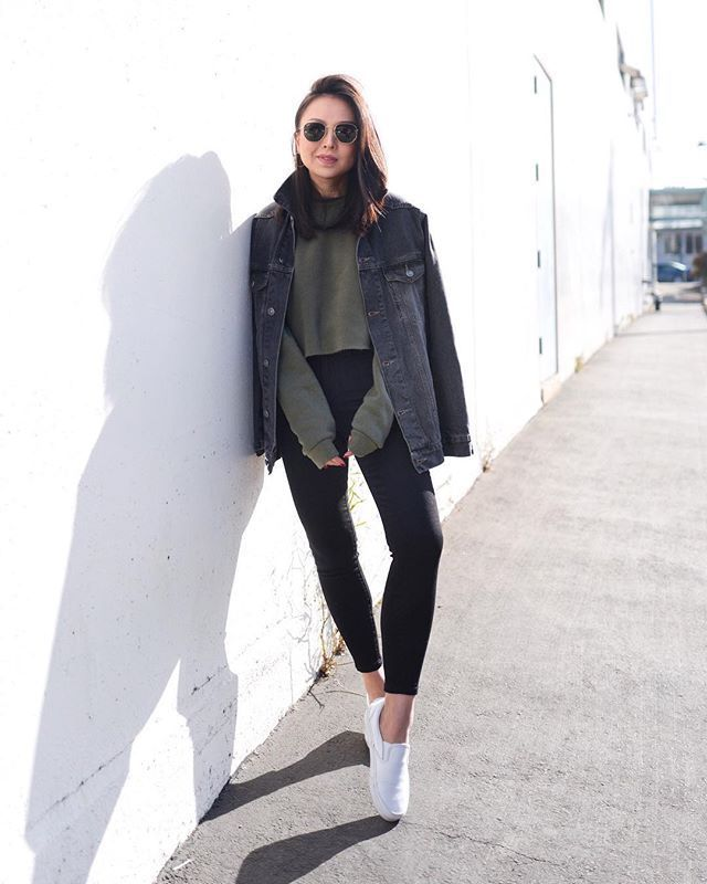 06587c72f8 15 Weather-Appropriate Ways to Wear Cropped Sweaters Right Now in ...