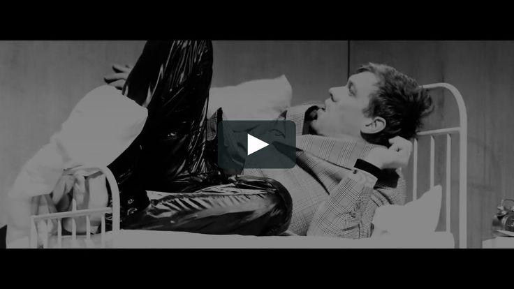 Die VERWANDLUNG von Kafka Regie: Gockel am Schauspielhaus Bochum  Veröffentlicht am 02.11.2016  Trailer zur Produktion DIE VERWANDLUNG  nach Franz Kafka Regie: Jan-Christoph Gockel  Premiere: 29. Oktober 2016 Kammerspiele  Schauspielhaus Bochum Spielzeit 2016/17  http://ift.tt/2flcrUQ  Trailer: Filmproduktion Siegersbusch Wuppertal 2016  Cast: Schauspielhaus Bochum  Tags: verwandlung gockel puppen pietsch kafka and schauspielhaus bochum  #Theaterkompass #TV #Video #Vorschau #Trailer #Theater…