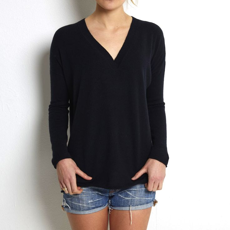 Oversized v neck black cashmere www.wildwool.no