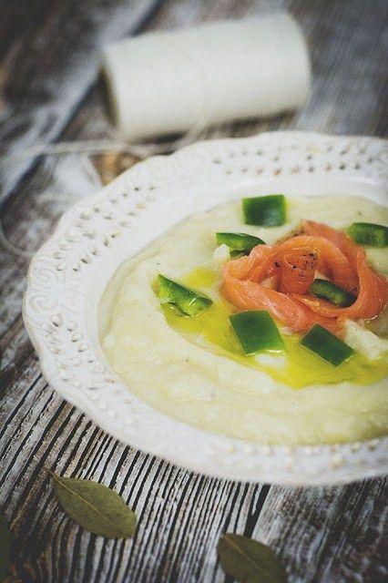 Zupa krem ziemniaczano-porowa z łososiem i oliwą truflową