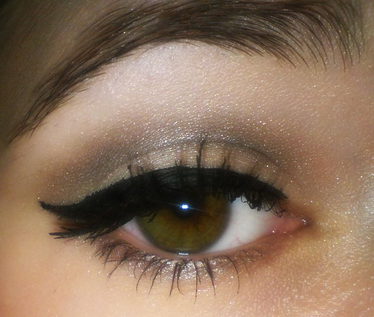 Neutral make up.