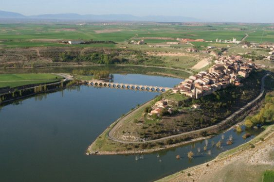 Imagen panorámica de Maderuelo (Segovia). Foto de www.maderuelo.com
