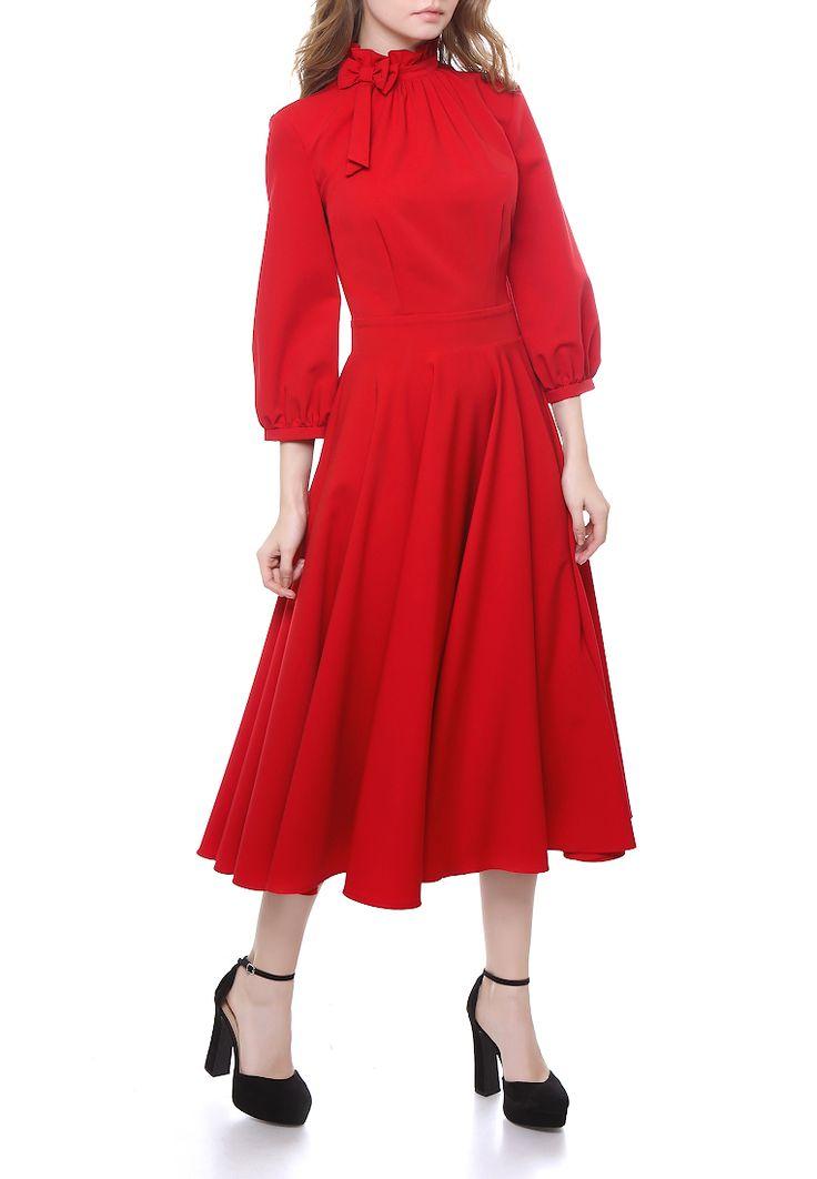 Платье бренда Marichuell миди-длины. Детали платья: высокий воротник, свободный рукав 3/4, юбка-солнце.