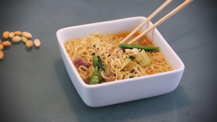 In tien minuten een gezonde vegetarische noedelsoep maken? Lekker en met verse groenten? Dat kan makkelijk met dit recept.