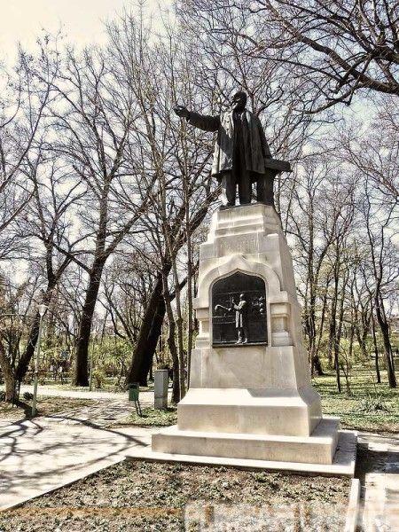10-traseu-Filaret-Parc-Carol-I-statuie-Istrati