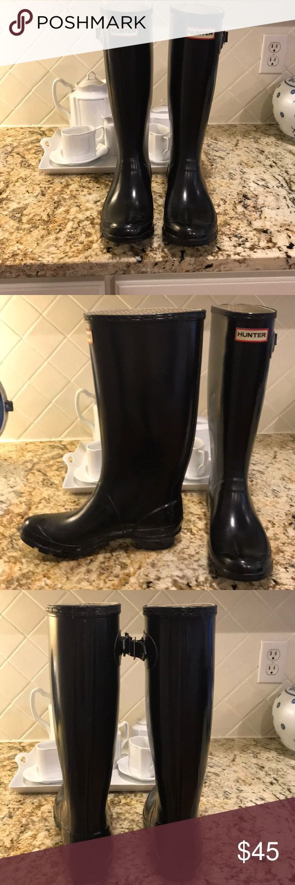 Hunter Shiny black rain boots Shiny Hunter rain boots. Only worn 2 times! Hunter Boots Shoes Winter & Rain Boots